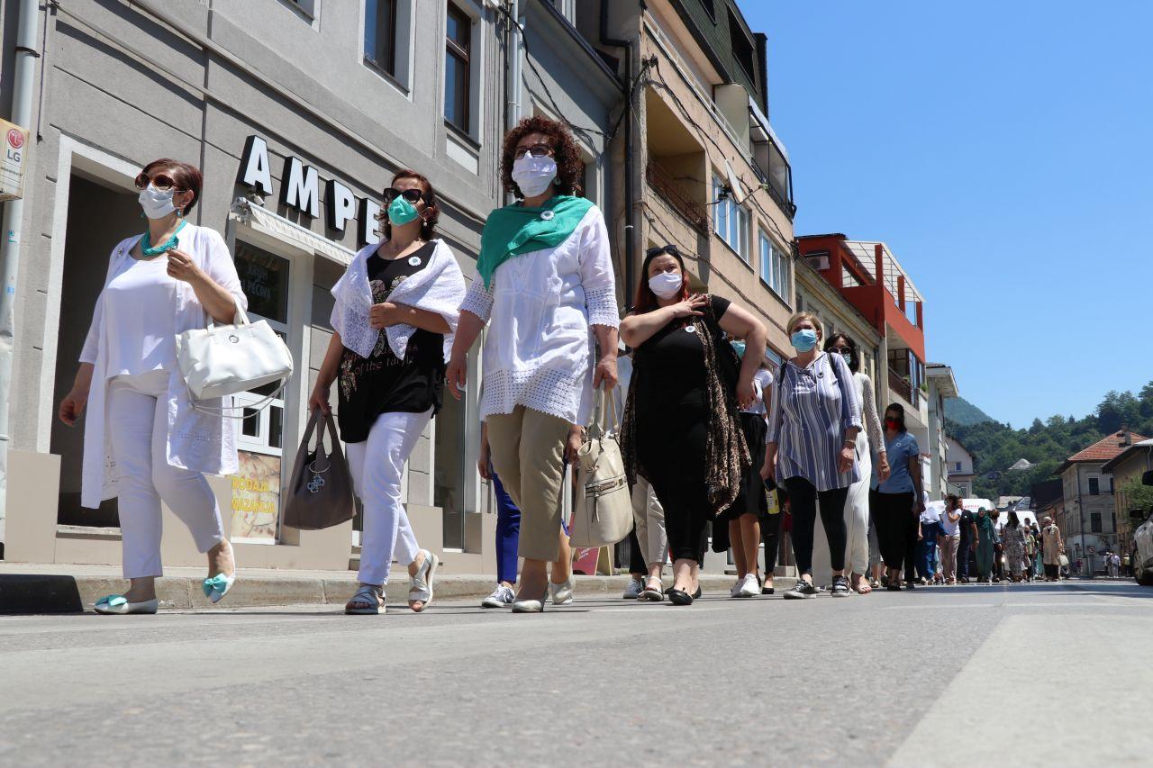 Žene SDA i Asocijacija mladih SDA održali mirnu šetnju u spomen na žrtve genocida u Srebrenici