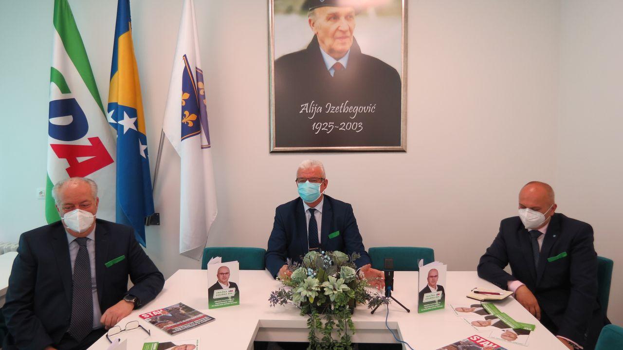 Održana prva press konferencija kandidata OO SDA Travnik za načelnika Kenana Dautovića